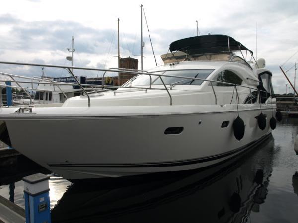 Pearl Motor Yachts 55