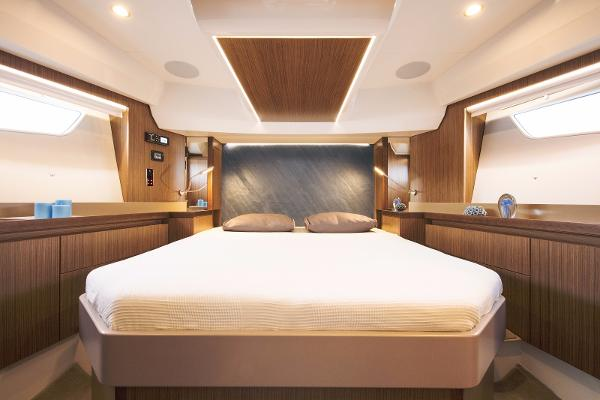 Sealine F530 - Forward Cabin