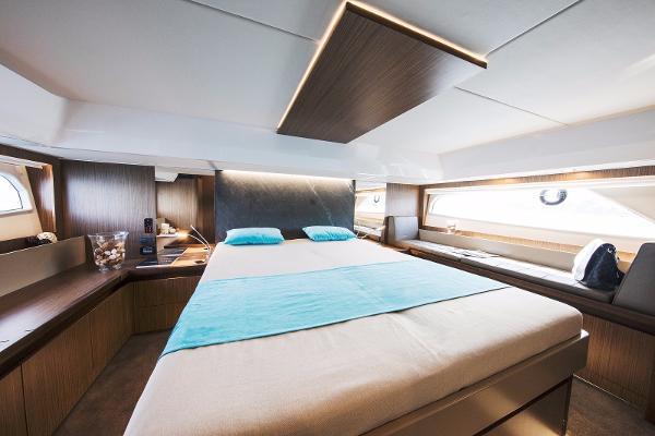 Sealine F530 - Master Cabin