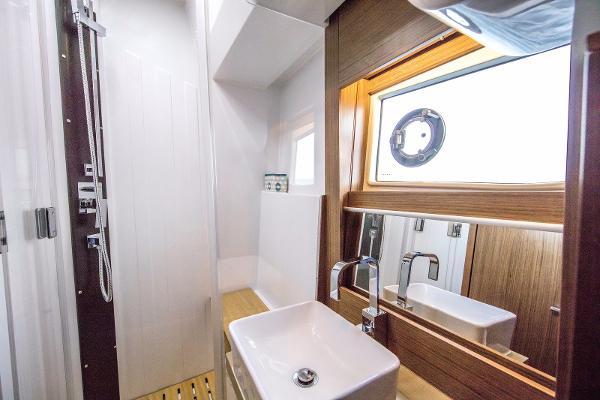Sealine F530 - Master Cabin En-Suite