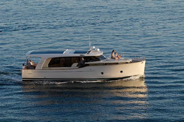 The Electrically Operated Sliding Salon Roof Brings In Sun, Air And Feeling Of An Open Boat When Needed. The Side Door At The Helm Station Enables Good Communication And Fast Access To The Deck, As Well As Excellent Additional Ventilation.