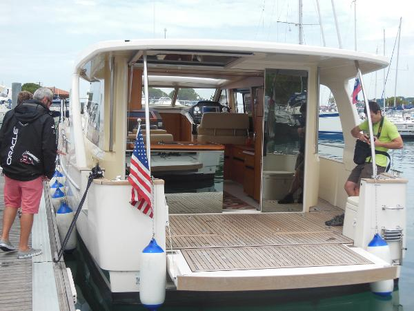 Boat Status | Navigation | Weather | Communication | Entertainment