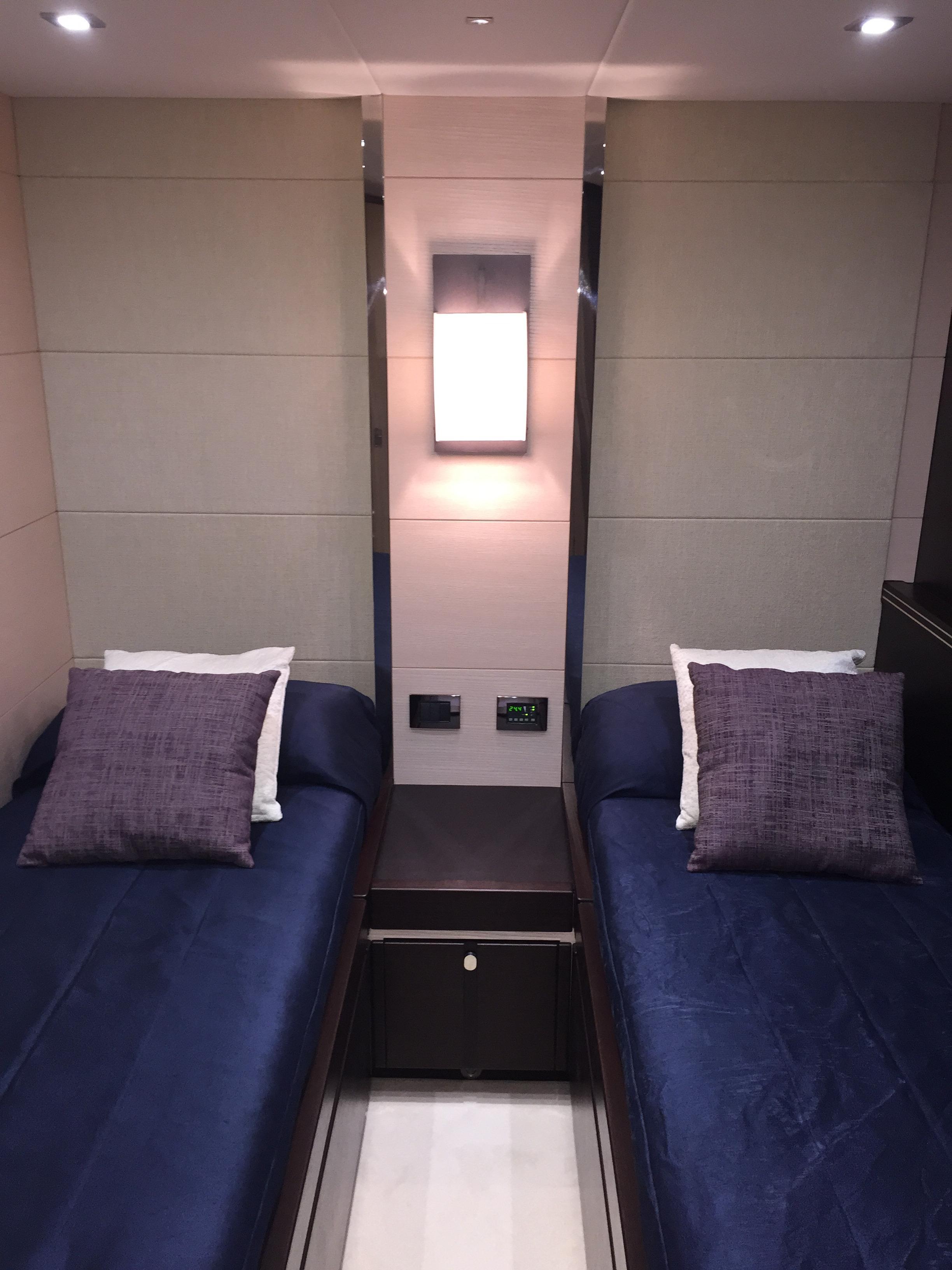 Sunseeker 68 Sport Yacht - Guest Cabin
