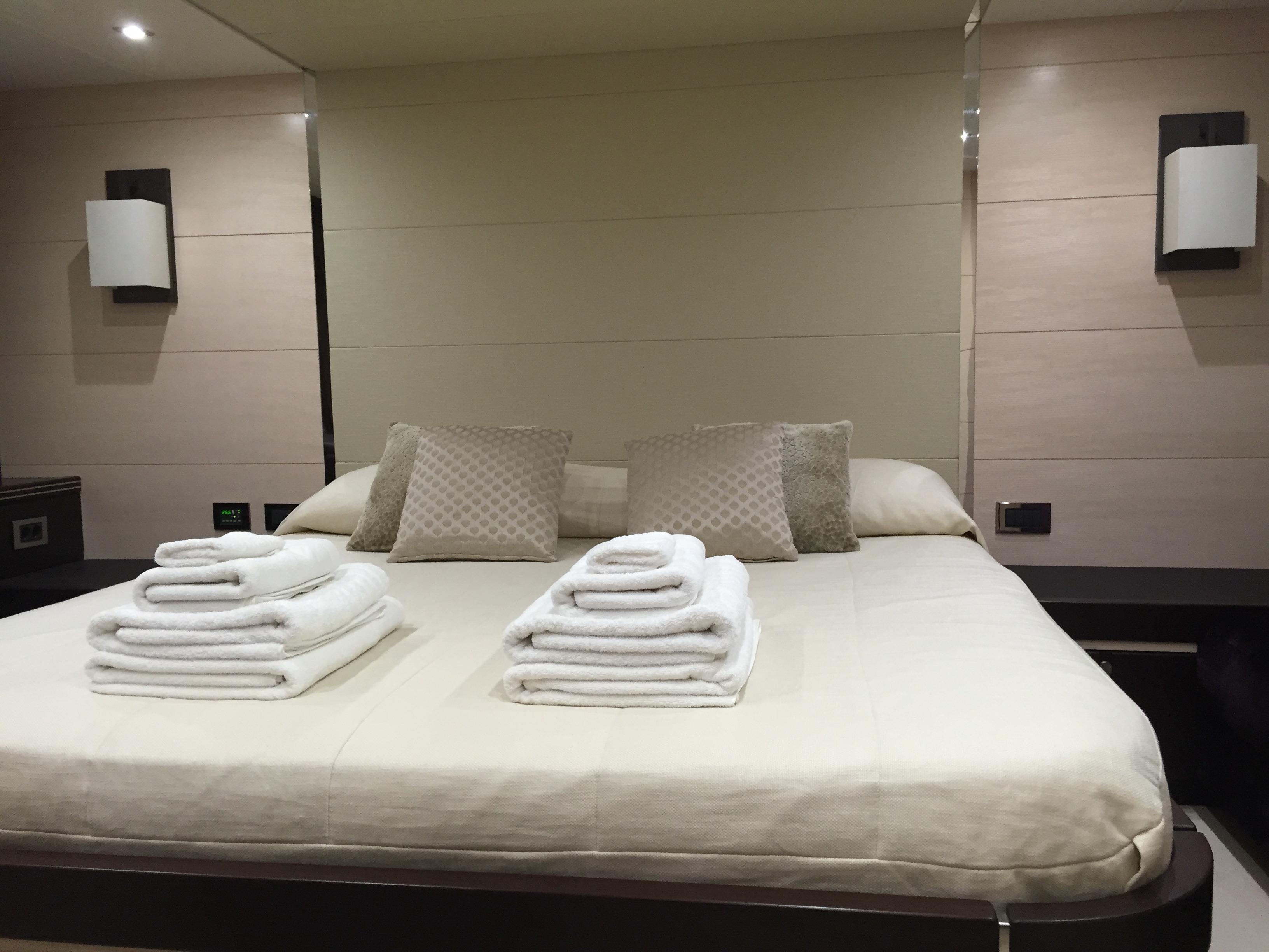Sunseeker 68 Sport Yacht - VIP room