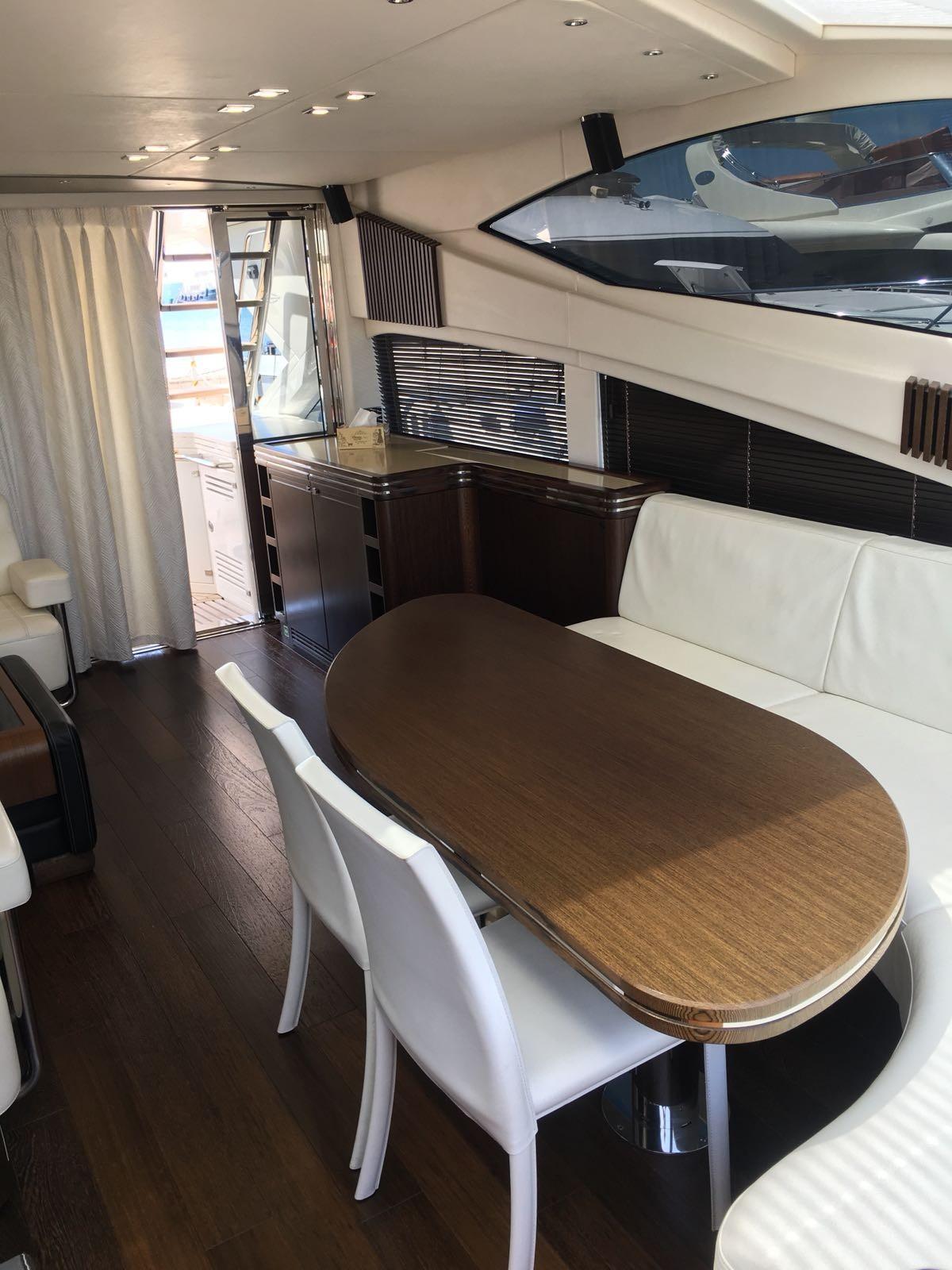 Sunseeker 68 Sport Yacht - Saloon