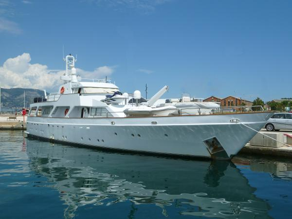 Custom Built Motor Yacht 32m