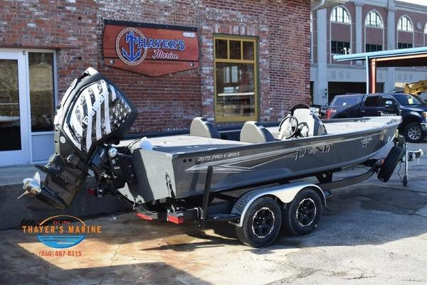 2020 Lund boat for sale, model of the boat is 2075 Pro-V Bass Bench Seating & Image # 7 of 50