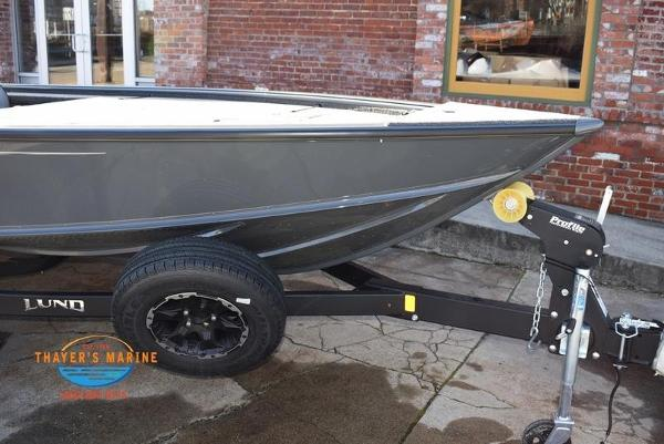 2020 Lund boat for sale, model of the boat is 2075 Pro-V Bass Bench Seating & Image # 8 of 50