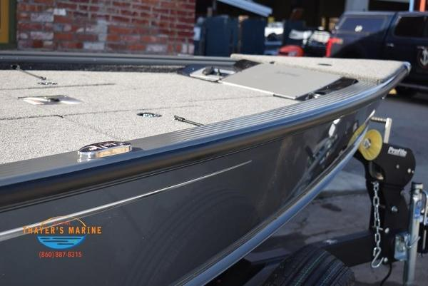 2020 Lund boat for sale, model of the boat is 2075 Pro-V Bass Bench Seating & Image # 11 of 50