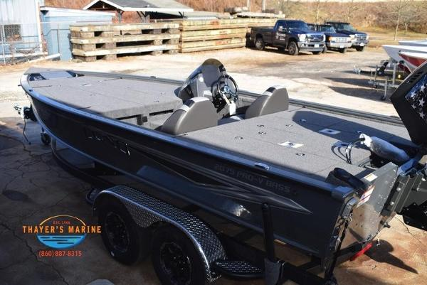 2020 Lund boat for sale, model of the boat is 2075 Pro-V Bass Bench Seating & Image # 18 of 50