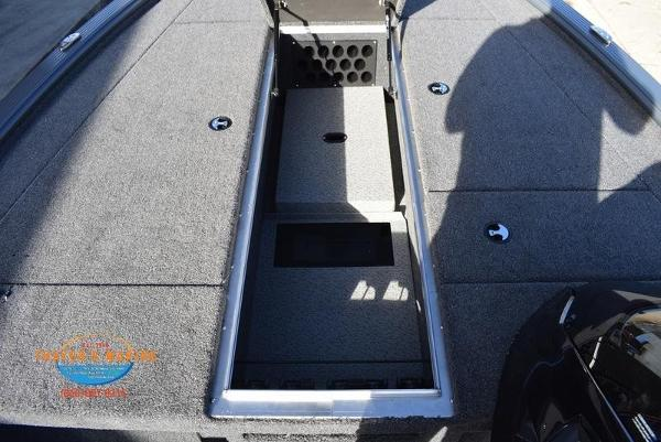 2020 Lund boat for sale, model of the boat is 2075 Pro-V Bass Bench Seating & Image # 29 of 50