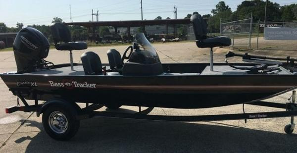 2021 Tracker Boats boat for sale, model of the boat is BASS TRACKER® Classic XL & Image # 3 of 10