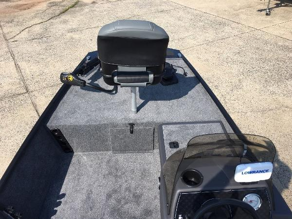 2021 Tracker Boats boat for sale, model of the boat is BASS TRACKER® Classic XL & Image # 4 of 10