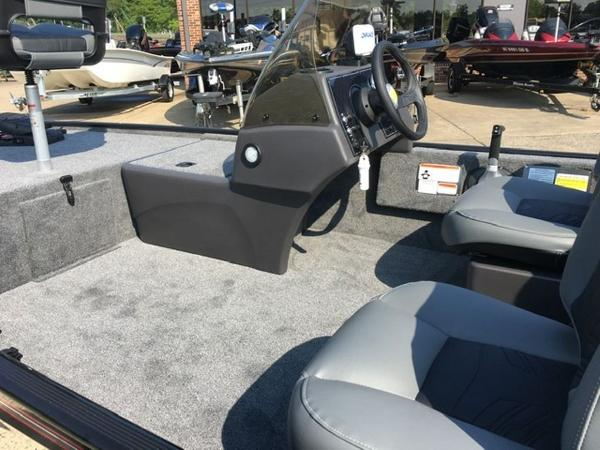 2021 Tracker Boats boat for sale, model of the boat is BASS TRACKER® Classic XL & Image # 5 of 10