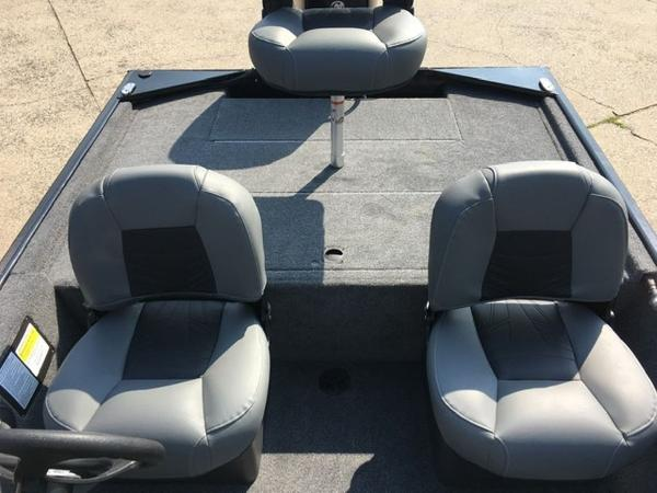 2021 Tracker Boats boat for sale, model of the boat is BASS TRACKER® Classic XL & Image # 8 of 10