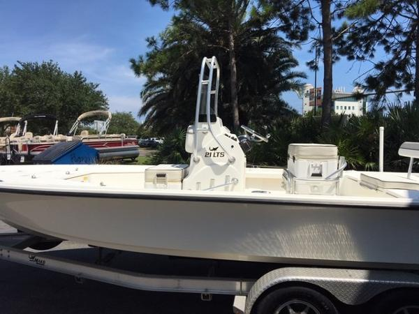 2016 Mako boat for sale, model of the boat is 21 LTS & Image # 2 of 7