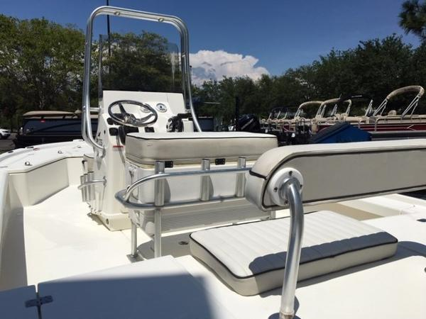 2016 Mako boat for sale, model of the boat is 21 LTS & Image # 3 of 7
