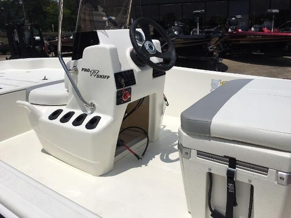 2021 Mako boat for sale, model of the boat is 17 SKIFF CC & Image # 7 of 8