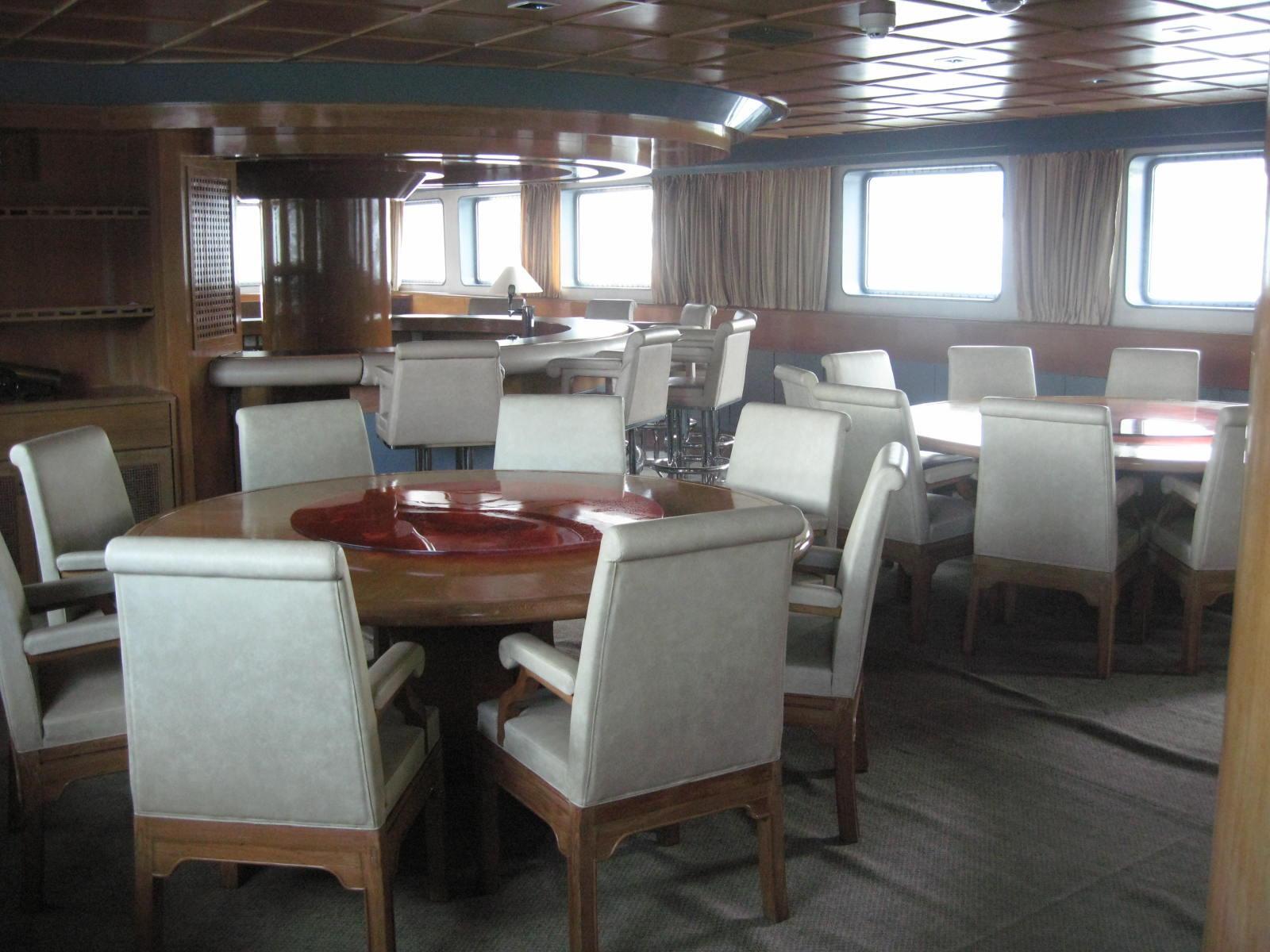 Van Triumph - Dining Room