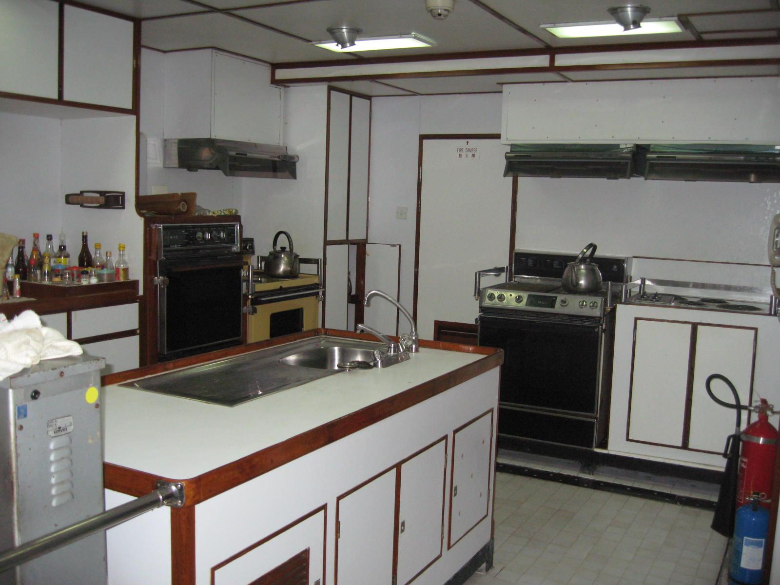 Van Triumph - Galley 1