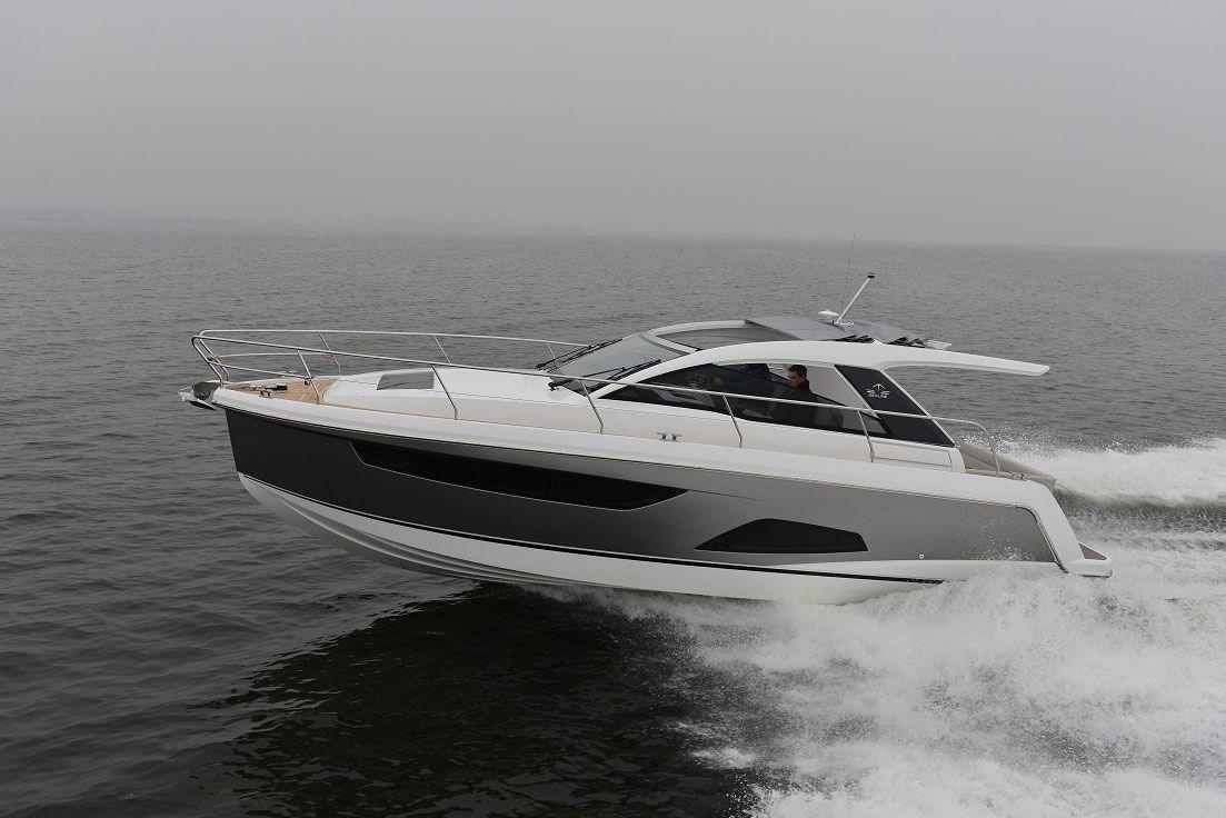 Sealine S330 Profile