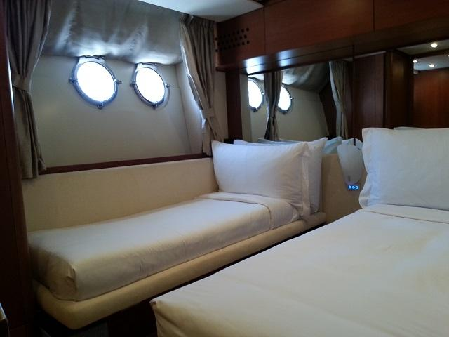 Aicon 85 Flybridge Cabin