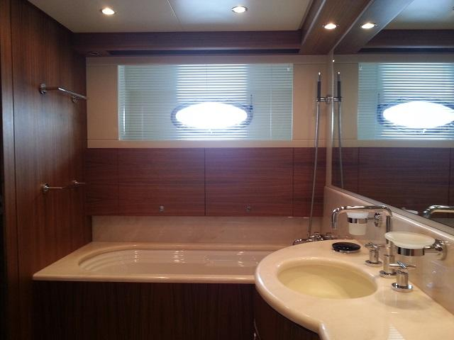 Aicon 85 Flybridge Bathtub with Sink