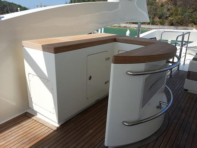 Aicon 85 Flybridge Storage