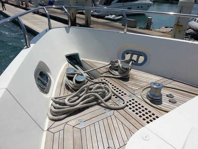 Aicon 85 Flybridge Bow