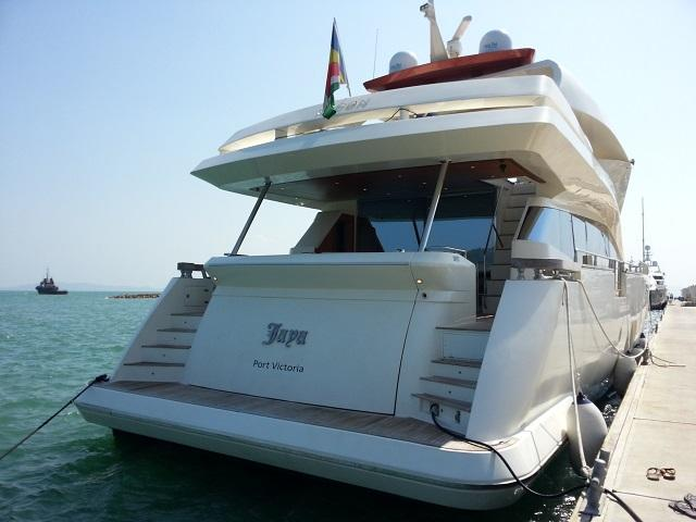 Aicon 85 Flybridge Starboard View