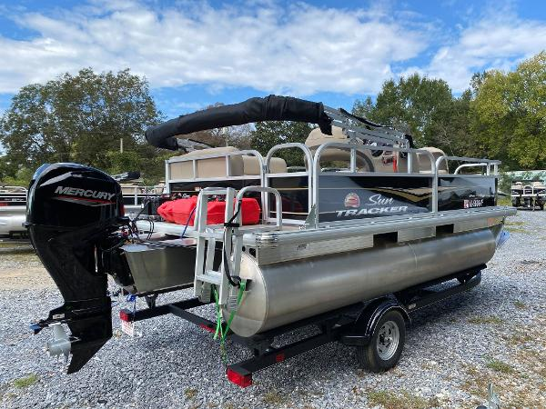 2020 Sun Tracker boat for sale, model of the boat is Bass Buggy 16 DLX & Image # 3 of 10