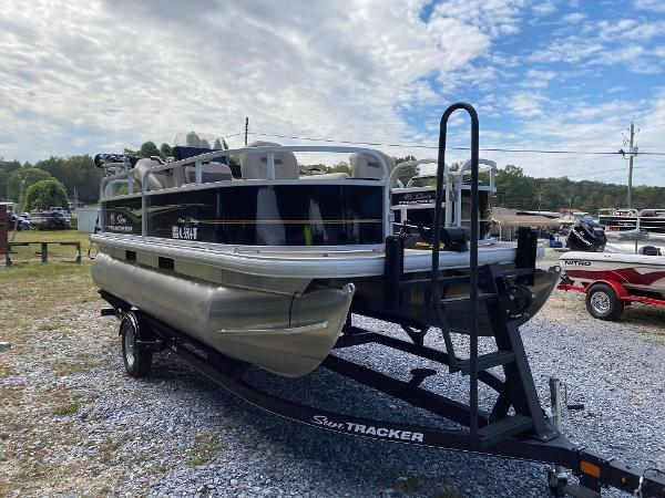 2020 Sun Tracker boat for sale, model of the boat is Bass Buggy 16 DLX & Image # 1 of 10