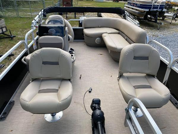 2020 Sun Tracker boat for sale, model of the boat is Bass Buggy 16 DLX & Image # 7 of 10