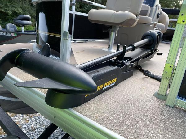2020 Sun Tracker boat for sale, model of the boat is Bass Buggy 16 DLX & Image # 8 of 10
