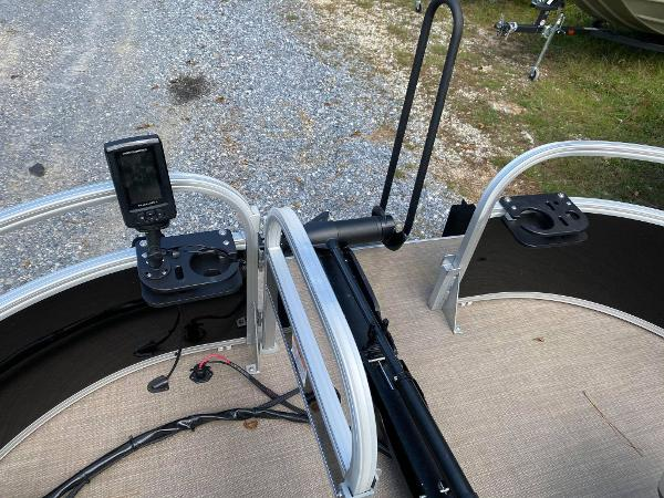 2020 Sun Tracker boat for sale, model of the boat is Bass Buggy 16 DLX & Image # 9 of 10