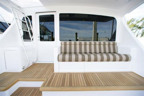In-Deck Livewell And Eskimo Discharge