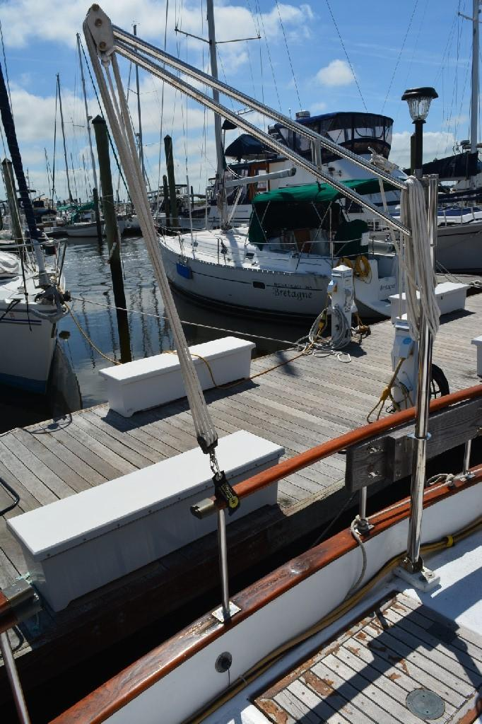 Marine Trader 36 DOUBLE CABIN - Stainless Crane