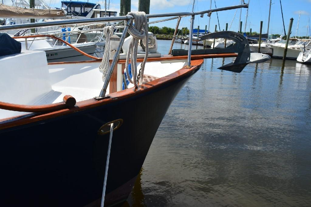 Marine Trader 36 DOUBLE CABIN - Starboard Bow