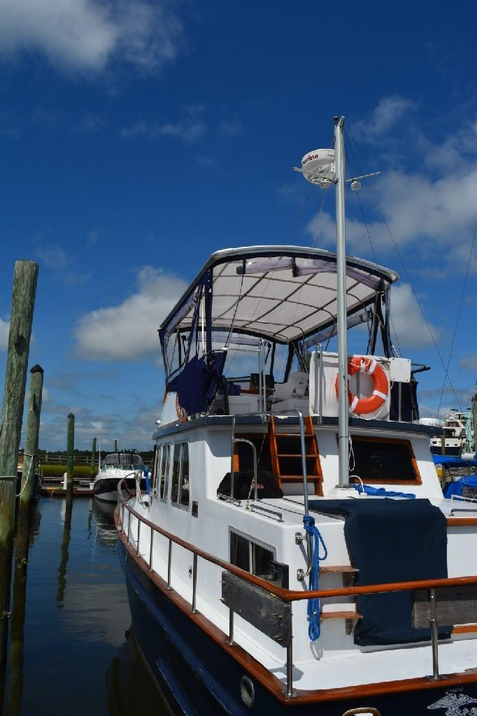 Marine Trader 36 DOUBLE CABIN - 17' Clearance with Mast up!