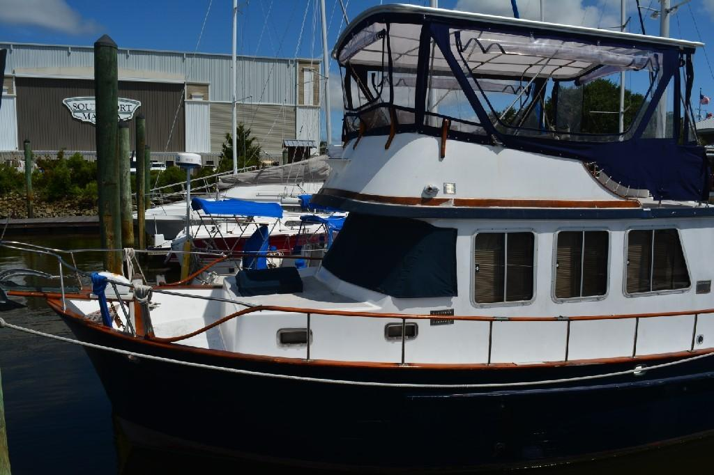 Marine Trader 36 DOUBLE CABIN - Port Bow