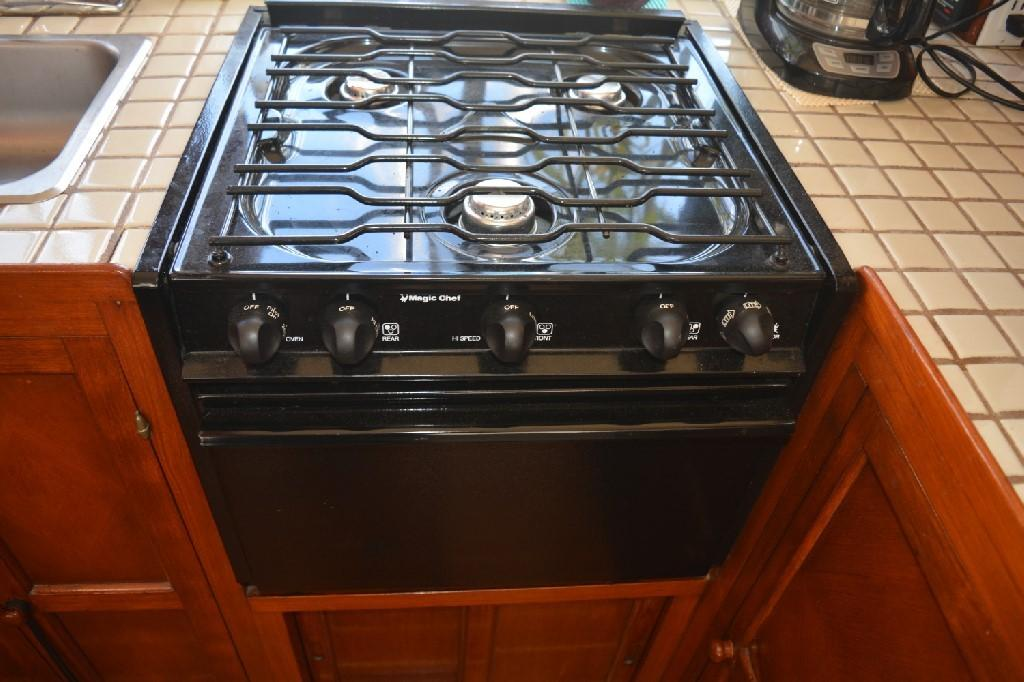 Marine Trader 36 DOUBLE CABIN - Upgraded Propane Stove and Oven