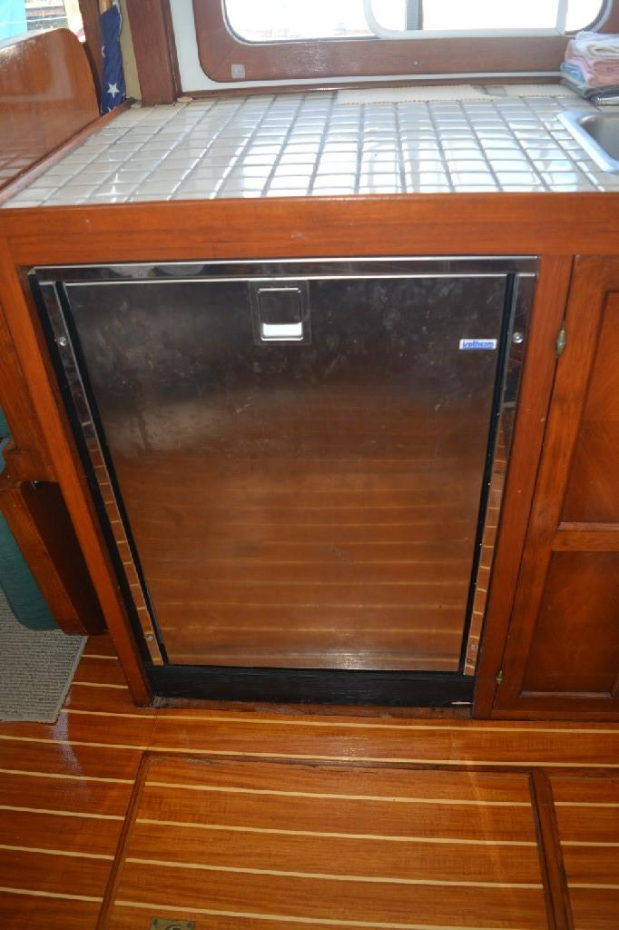 Marine Trader 36 DOUBLE CABIN - Stainless Drawer Refrigerator