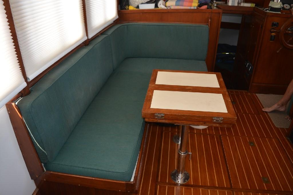 Marine Trader 36 DOUBLE CABIN - Settee 2