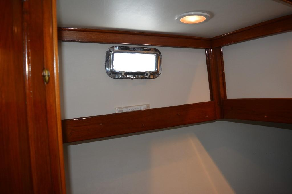 Marine Trader 36 DOUBLE CABIN - Stainless Steel Ports