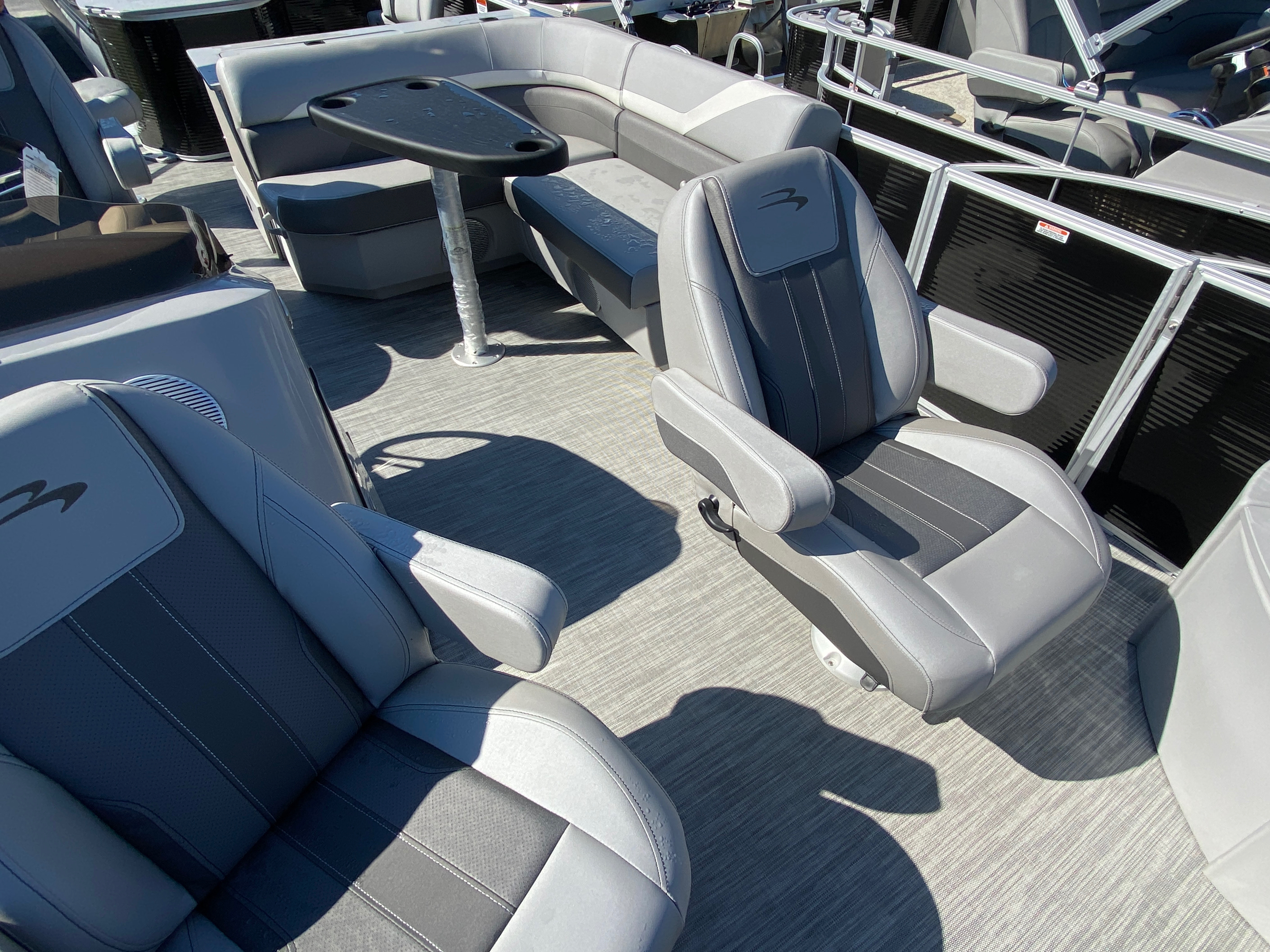 2020 Bennington boat for sale, model of the boat is 20 SFX & Image # 2 of 9