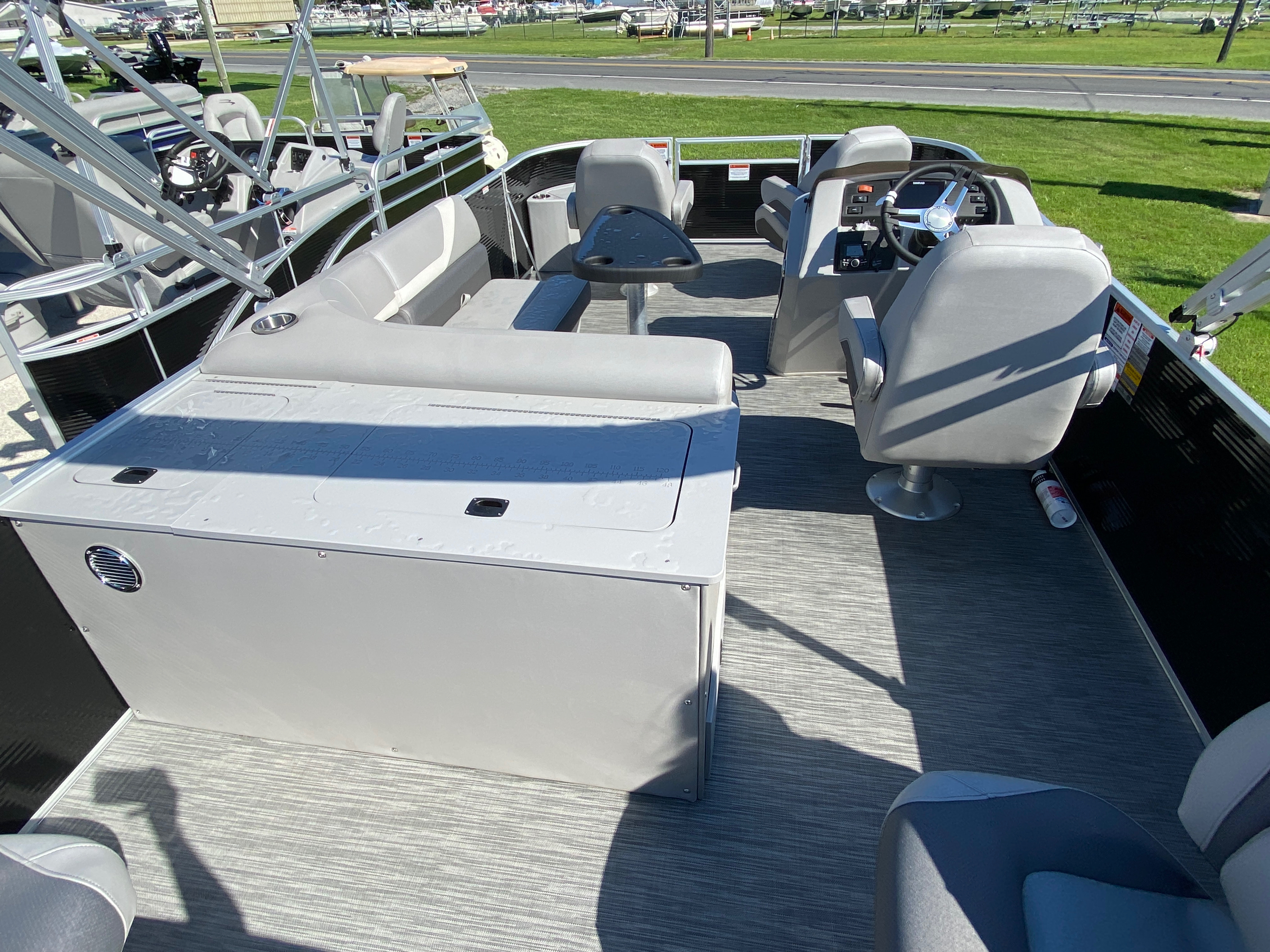 2020 Bennington boat for sale, model of the boat is 20 SFX & Image # 9 of 9