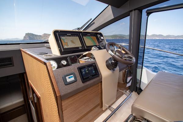 2017 Sealine F530