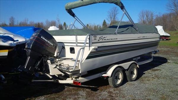 1998 Sun Tracker boat for sale, model of the boat is Party Deck 21 & Image # 1 of 11