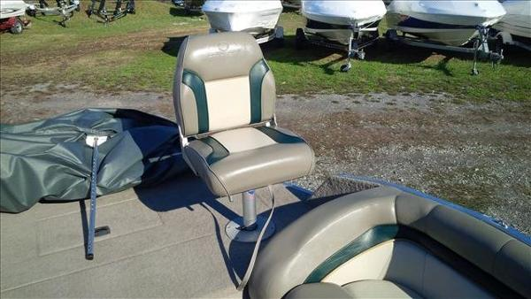 1998 Sun Tracker boat for sale, model of the boat is Party Deck 21 & Image # 5 of 11