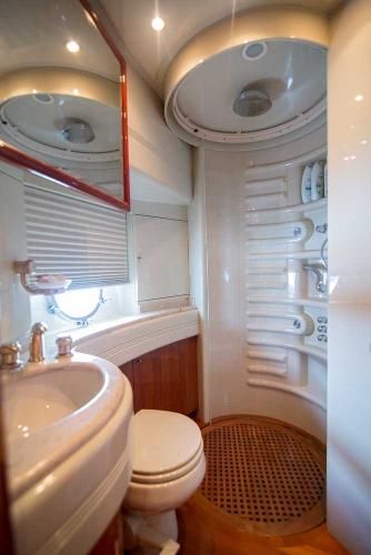 Guest Stateroom Head, Starboard